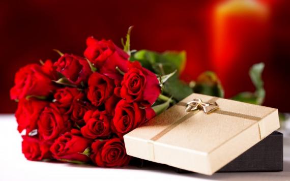 Как выбрать духи в подарок женщине - ТОП-5 работающих правил