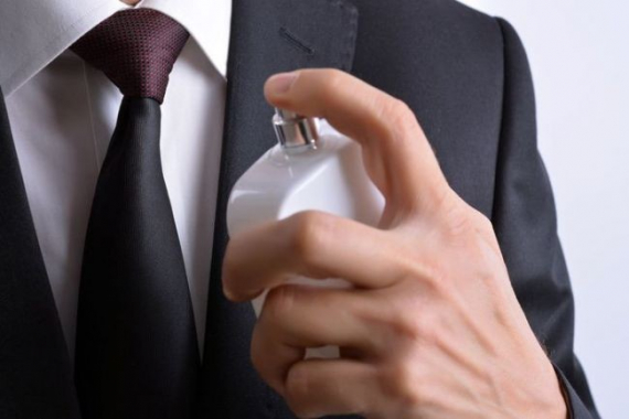 Как правильно наносить парфюм мужчинам?